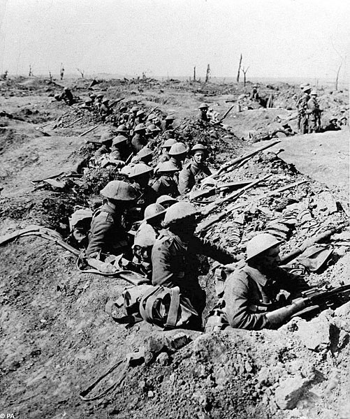 British soldiers in trenches at Battle of the Somme