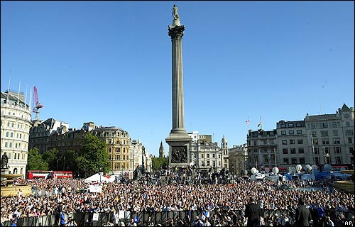 Crowds at the vigil in London's Trafalgar Square <font size=-2>(Source: BBC)</font>