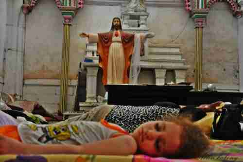 Christians forced out of the town of Mosul by ISIS take shelter in a church. (Aleteia)