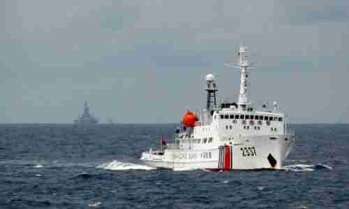 A Chinese Coast Guard vessel passes near a Chinese oil rig within Vietnam's Exclusive Economic Zone (EEZ) in 2012 (Reuters)
