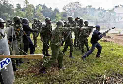 Kenyan security forces at Garissa University College on Thursday (AFP)
