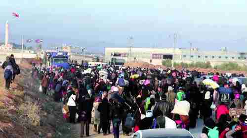 Thousands of Syrians massed on the border with Turkey (AFP)