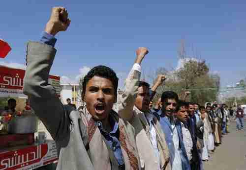 Pro-Houthi Yemenis protest Saudi-led airstrikes (AP)