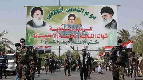 Shia militia carrying Iranian billboard (Anadolu)