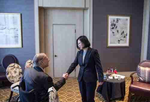 Tsai Ing-wen (standing) meets with Texas Governor Greg Abbott on Sunday
